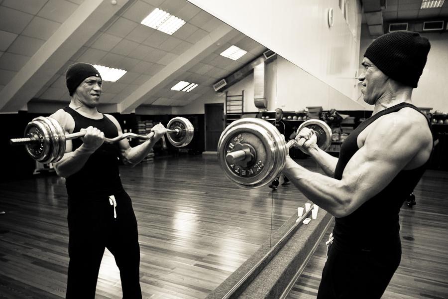 4 Упражнения: Сгибания рук со штангой на бицепсы